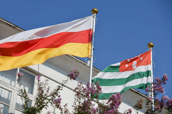 Абхазия и Южная Осетия отмечают День независимости