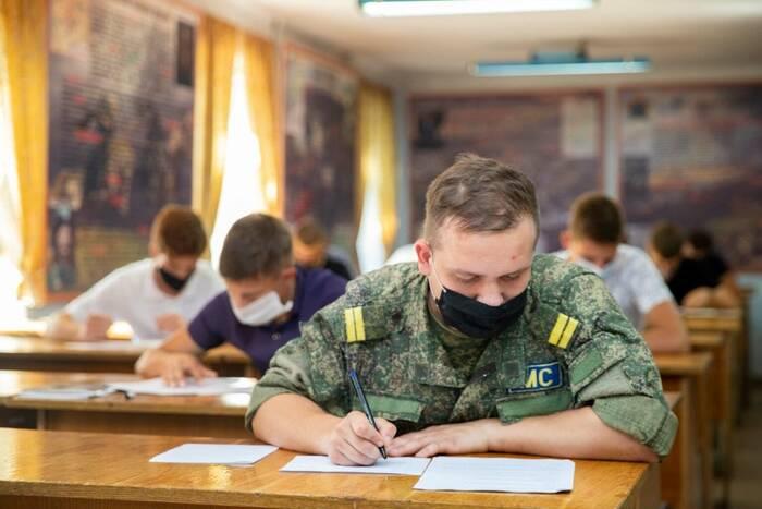 Абитуриенты Военного института сдают вступительные экзамены