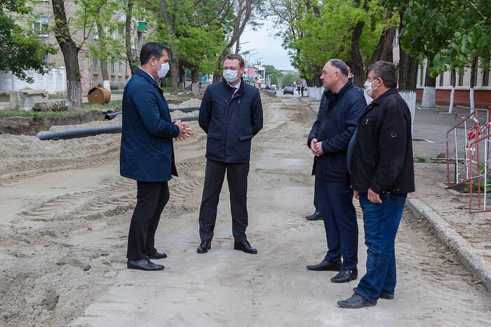 Александр Мартынов осмотрел ход ремонтных работ канализационного коллектора в Бендерах