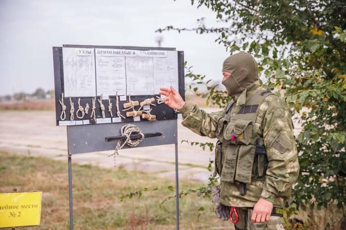 В армейском спецназе прошли занятия по высотно-штурмовой подготовке