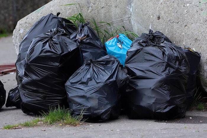 Большинство жителей сёл заключили договоры на вывоз мусора и оплачивают эту услугу