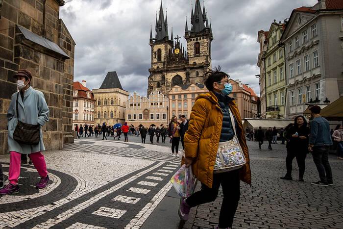 COVID-ситуация в мире: Чехия открывает транспортное сообщение с Австрией, Германией и Венгрией