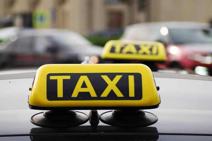 Для таксистов сократили перечень разрешительных документов