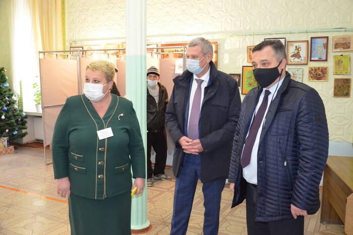 Дубоссарские избирательные участки посетил российский сенатор Сергей Муратов