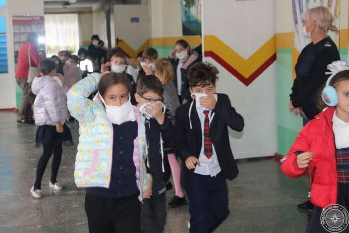 Операция «Школа»: в учебных учреждениях проводят тренировки по эвакуации