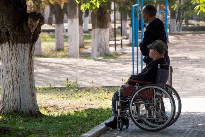 Инвалидам-колясочникам могут компенсировать расходы на адаптацию жилых помещений