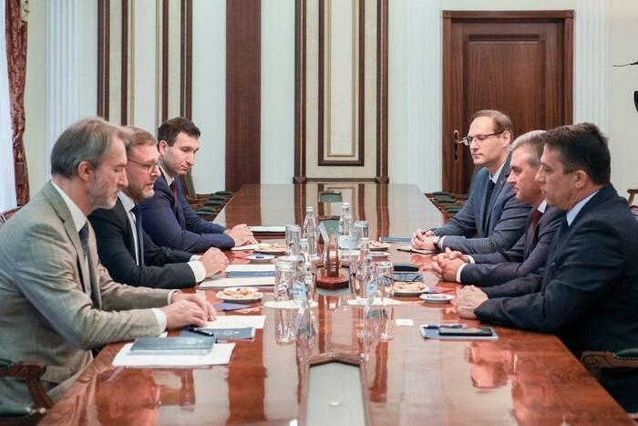 Итоги недели: президентский визит в Москву и итоги думских выборов
