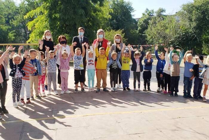 Коллектив столичного детсада «Колокольчик» поздравили с победой во флешмобе