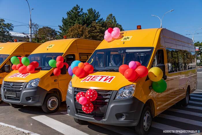 Комфорт и безопасность в любую погоду: Сельским школам подарили новые автобусы