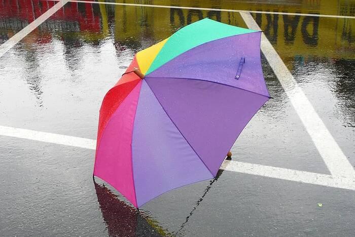 Метеорологи предупредили о возможной грозе в среду днём