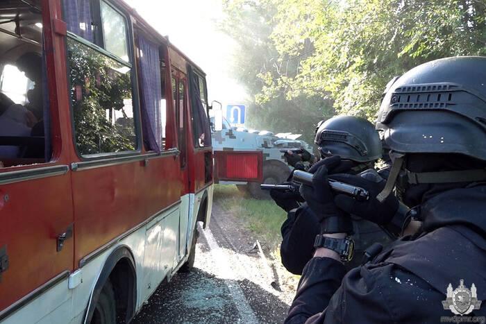 Милицейский спецназ освободил заложников, захваченных грабителями банка