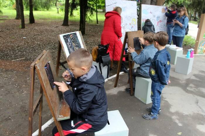 Концерт, арт-зона и мастер-классы. Как отметили День защиты детей в Рыбнице