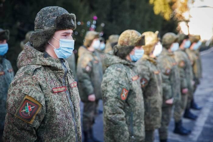 На курсах подготовки военных специалистов состоялся выпуск механиков-водителей БТР