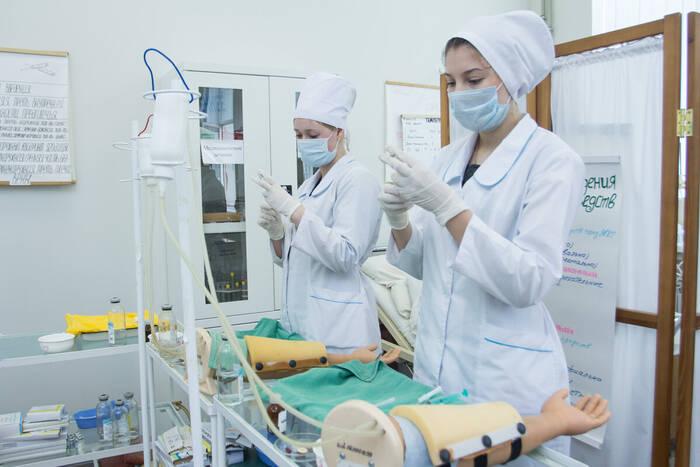 Минздрав и эпидемиологи разработают механизм направления на практику студентов медколледжей