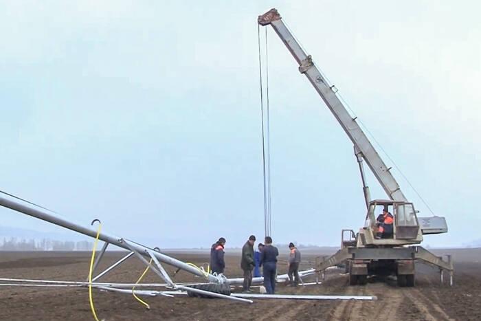 На полях Каменского консервного завода устанавливают новые оросительные системы