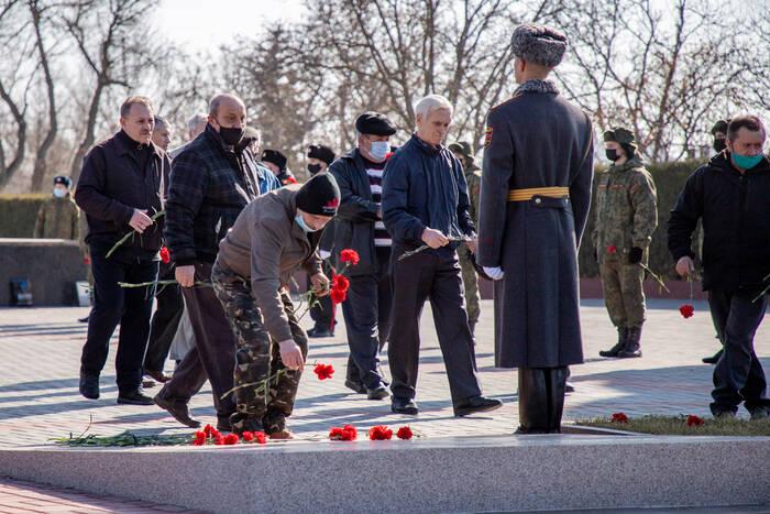 На столичном Мемориале Славы возложили цветы к могилам погибших гвардейцев