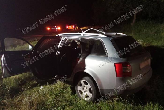 Ночью на трассе Тирасполь - Каменка автомобиль врезался в дерево