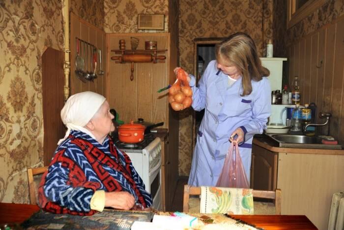 Нуждающиеся в уходе пожилые люди и инвалиды будут заключать договор с соцработником