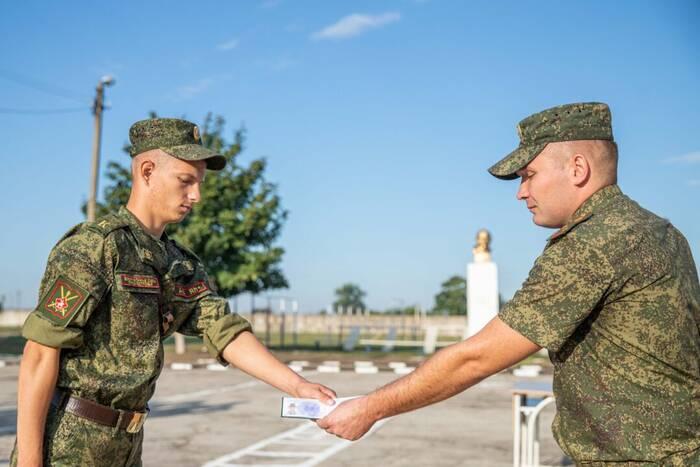 Первокурсникам Военного института Минобороны вручили курсантские билеты