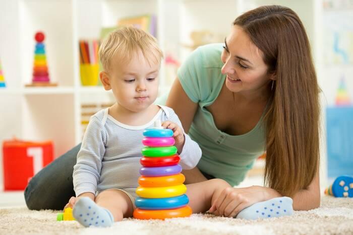 Пособие по уходу за ребенком в возрасте до двух лет будут платить и работающим женщинам