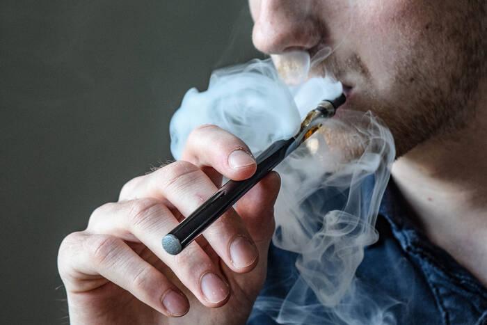 Правительство предлагает включить электронные сигареты в перечень подакцизных импортных товаров