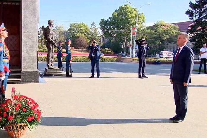 Празднование 30-й годовщины образования ПМР началось с возложения цветов на столичном Мемориале Славы