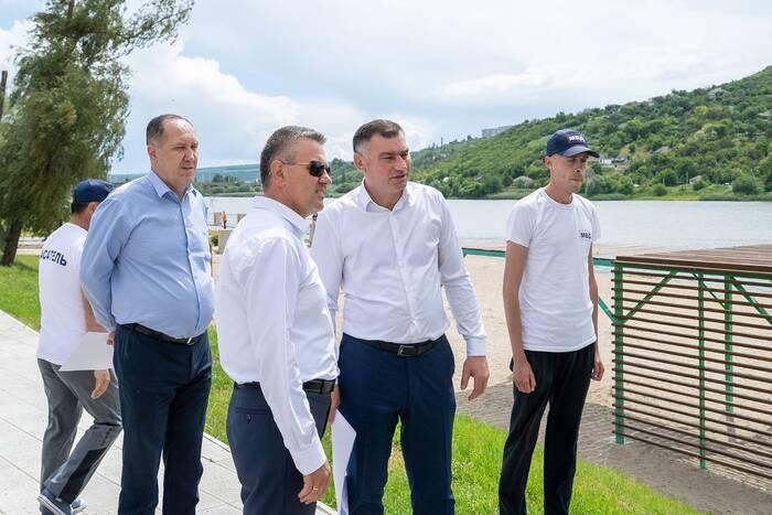 Глава государства проверил ход работ по благоустройству рыбницкой набережной