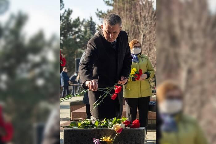 Президент ПМР возложил цветы к могилам защитников Приднестровья в Дубоссарах