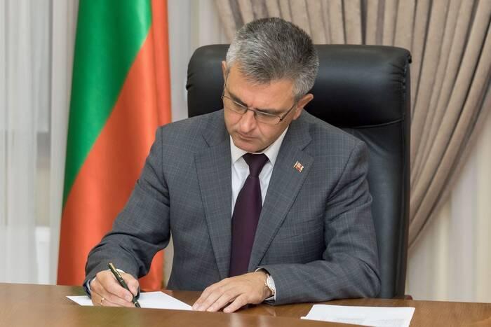 Президент подписал закон о господдержке некоторых предприятий, простаивающих в период карантина