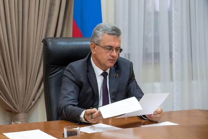 Президент поручил продумать механизм тестирования на COVID-19 студентов-практикантов