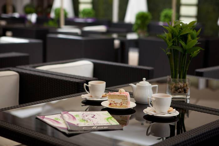 Президент призвал содействовать владельцам кафе, желающим открыть летние террасы