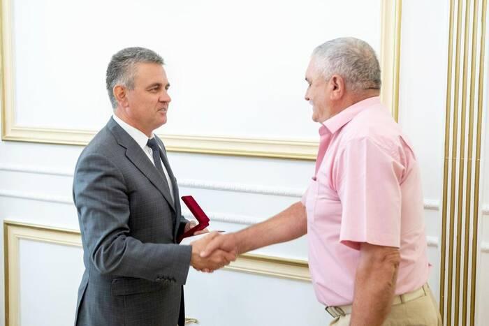 Президент вручил аграрию Михаилу Пеньковскому орден «За заслуги» II степени