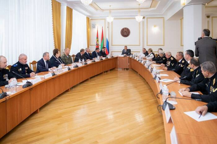 Президент встретился с черноморскими казаками