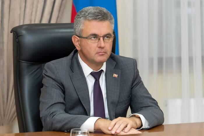 Президента проинформировали о ходе работ по благоустройству двух скверов на территории РКБ