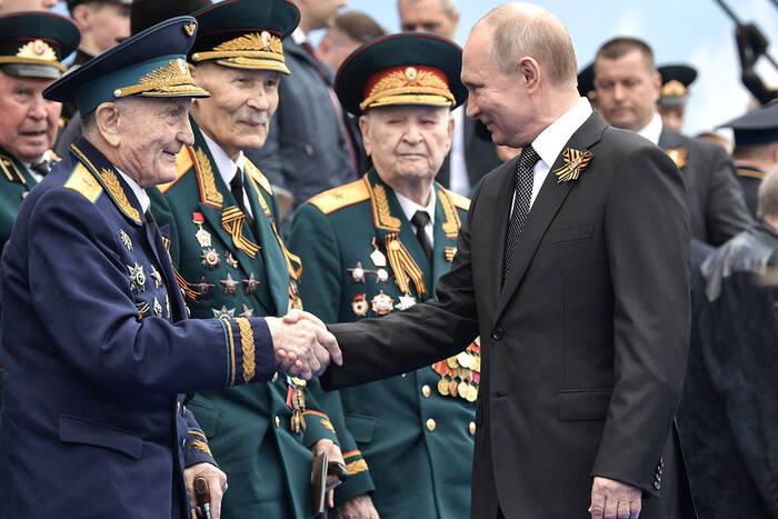 Президент РФ подписал указ о единовременных выплатах к 75-летию Победы