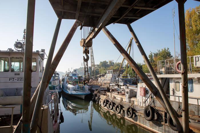 Работники речного флота принимают поздравления по случаю профессионального праздника
