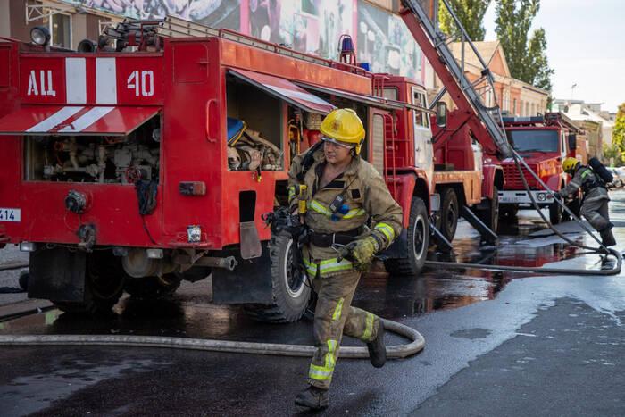 Министр внутренних дел поздравил пожарных с годовщиной образования службы