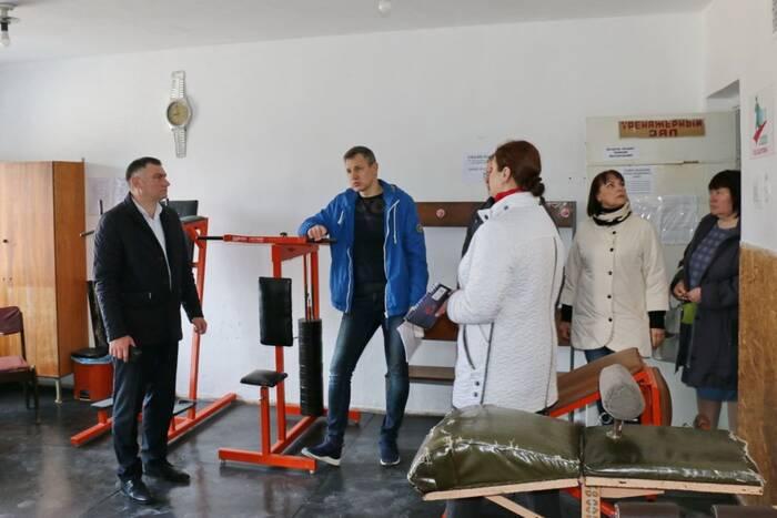 Рыбницкий глава оценил ход ремонтных работ на городском стадионе и в спорткомплексе «Юбилейный»
