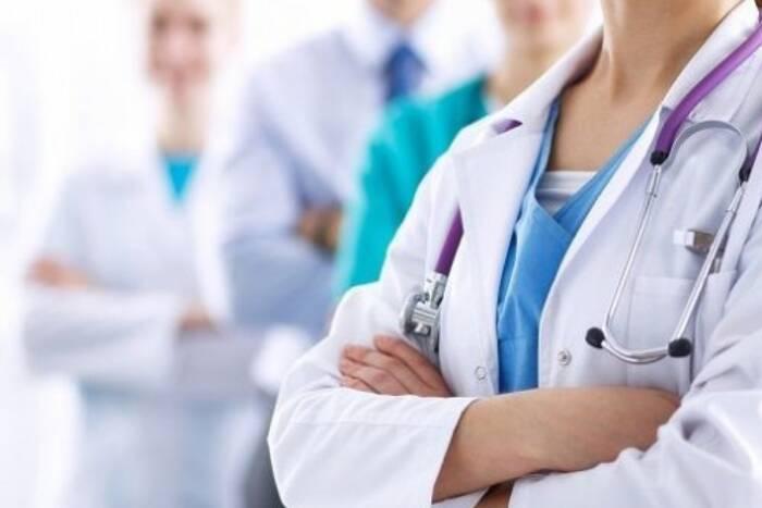 С августа для выпускников-медиков введут ординатуру