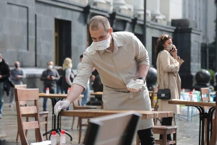 Санэпидстанция дала рекомендации по поэтапному возобновлению работы летних кафе и террас