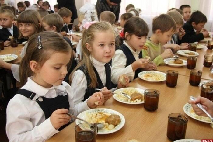 Школьные столовые могут открыться со второй четверти