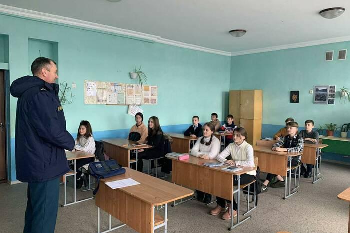 Спасатели проводят операцию «Тонкий лёд»