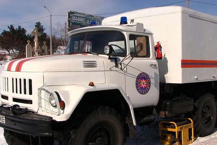 Спасатели разместили спецтехнику у наиболее опасных участков дорог