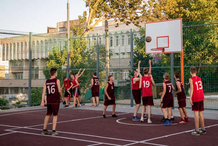 Спортплощадки в Екатерининском парке: бесплатно или за деньги