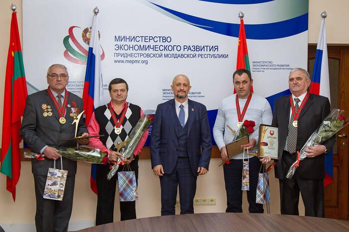 Станислав Касап и Сергей Оболоник вручили награды лауреатам конкурса «Человек года»
