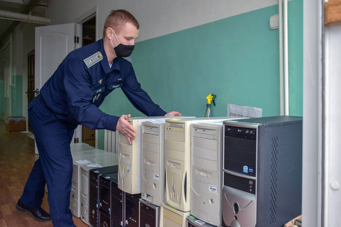 Таможенники собрали 36 комплектов компьютерной техники для школьников