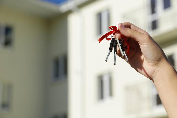 В Бендерах восемь детей-сирот получили квартиры от государства