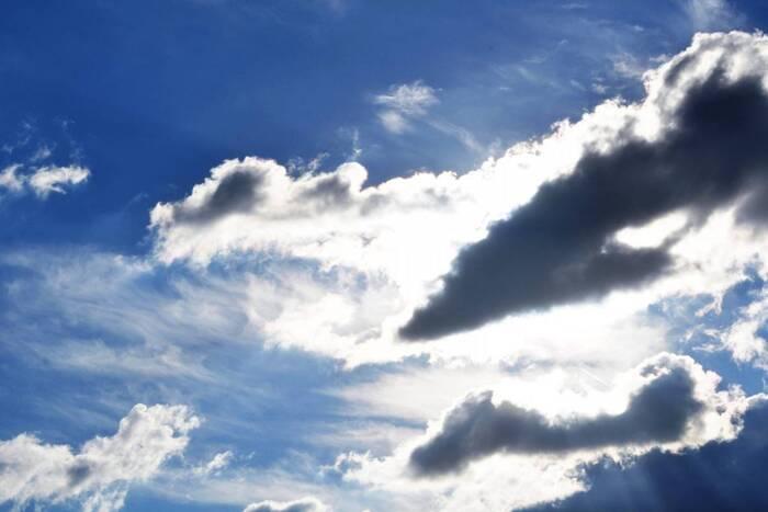 В четверг будет облачно и ветрено
