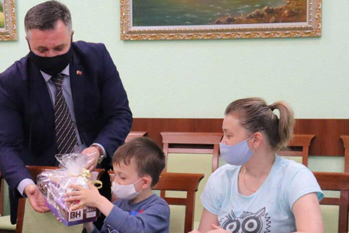 В Дубоссарах онкобольным детям вручили подарки от Президента
