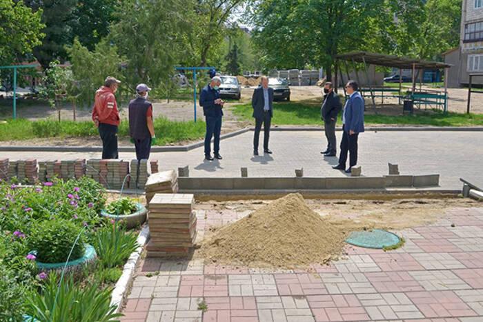 В Дубоссарах продолжается благоустройство дворов по улице Октябрьской